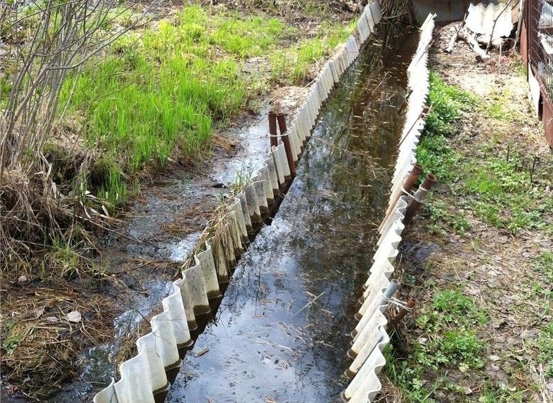 Готовимся к паводку - очистка и ремонт водоотводных канав весной.