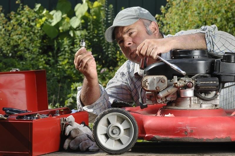 Ремонт газонокосилок электрических и бензиновых своими руками