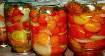 Консервированные на зиму помидоры с овощами
