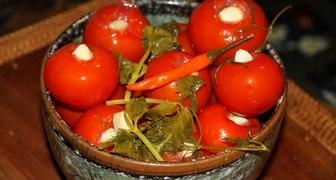 Рецепт помидоров на зиму с чесноком и перцем
