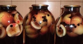 Компот из свежих яблок и черной смородины