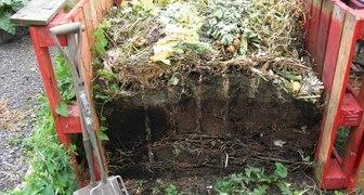 Делаем компостную яму для остатков растений