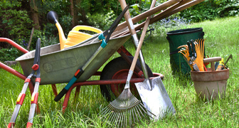 Приводим в порядок садовый инвентарь