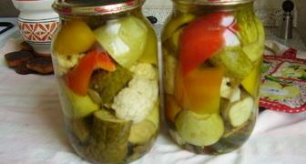 Рецепт маринованных огурцов с овощами на зиму