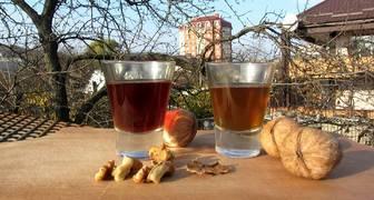 Ореховый ликер на водке с корицей и гвоздикой