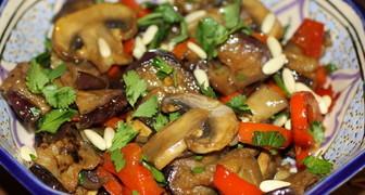 Баклажаны с грибами на сковороде