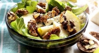 Салат из груш с орехами и виноградом ко Дню Благодарения