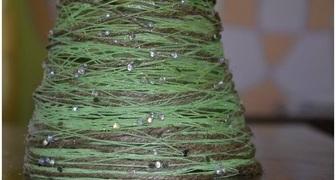 Новогоднее украшение – елочка из ниток