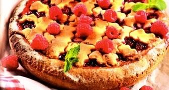 Быстрый пирог с малиновым вареньем