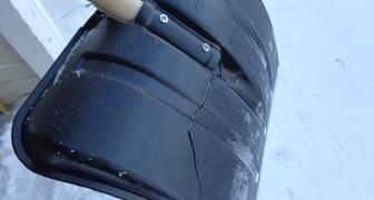 Что делать, если сломалась лопата для уборки снега