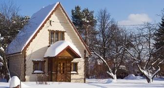 Решение проблем с домиком после зимы: причины отсыревания стен и потолка