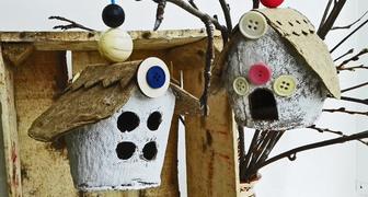 Декоративный домик - скворечник из торфяных горшочков