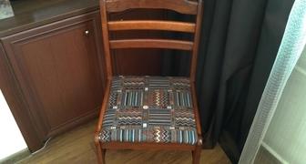Замена тканевой обивки на сидении стула фото
