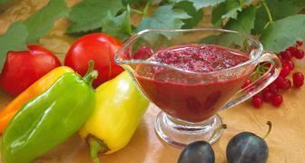 Острая аджика из сливы и томатов