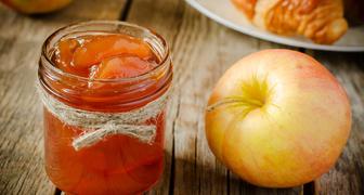 Быстрое варенье из яблок - пятиминутка с корицей