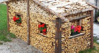 Декоративные поленницы и оригинальные идеи укладки дров