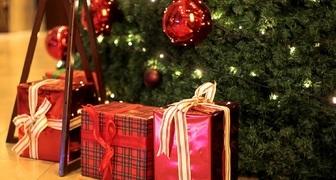 Как правильно украсить елку и дом в Новый год Красного Петуха