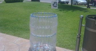 Как изготовить экологический бак для мусора из пластиковых бутылок