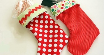 Делаем рождественский носок для подарков своими руками фото