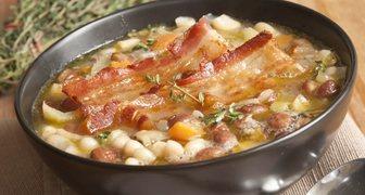 Суп из фасоли консервированной - рецепт с говядиной и беконом