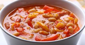 Восточный рецепт супа из консервированной фасоли с пряностями