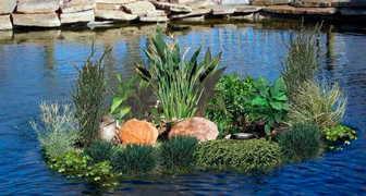 Плавающие клумбы в водоеме - стильно, практично, и очень красиво