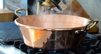 На дачной посуде появился налет и окислы - помогут народные средства